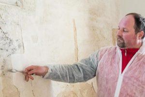 Feltárják az ezeréves sólyi templom falképeit